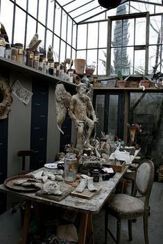 """Sculptor's Studio in Paris mojo_filter: """"This is the studio of painter, sculptor, interior decorator Elise Valdorcia. It is a greenhouse studio in Paris. Here's another picture of the studio and. My Art Studio, Dream Studio, Home Studio, Clay Studio, Atelier D Art, Dream Art, Creative Studio, Art Studios, Design Studios"""