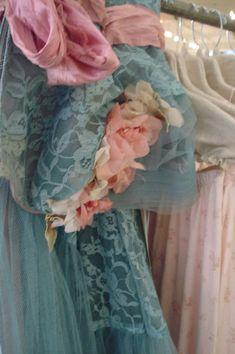 Vintage dresses!! Sigh!!!