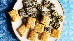 These crisp, chewy sesame snaps are a popular Korean sweet. Made with black or white sesame seeds, sugar and starch syrup, they're simple to make and incredibly moreish. Store the candy in an airtight container for up to three months. Chocolate Lollies, Raw Cane Sugar, Sbs Food, Corn Syrup, Korean Food, Asian Recipes, Cooking Recipes, Tasty, Thermomix