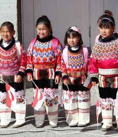 The traditional dress of Greenland, is a mix of ancient skin garment, european glass beads and silky needlework. An amazing example of inuit handicraft. Greenland Travel, Folk Costume, Costumes, Beaded Collar, Ethnic Fashion, Girls Wear, Beautiful Children, People Around The World, Dibujo