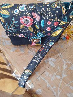 Sac Menuet en liège luxe marine et coton floral cousu par Fabienne - Patron Sacôtin