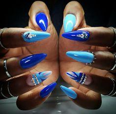 Light and dark blue nails