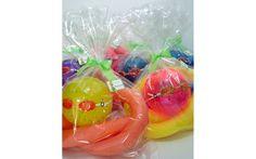 Se a festa tiver piscina, lembrancinha com bola, óculos de natação e macarrão. De Atelier Gifts e Afins. Foto: Divulgação