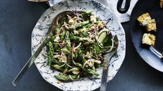 Asparagus Summer Salad This colorful summer salad features fresh asparagus tossed with a light homemade dressing, fresh herbs, red onion, pine nuts, and feta… How To Cook Asparagus, Asparagus Recipe, Fresh Asparagus, Cooked Asparagus, Asparagus Salad, Fresh Basil, Kitchen Recipes, Wine Recipes, Cooking Recipes