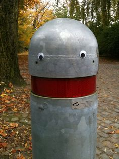 Eyebombing. Adding googly eyes to public objects // this is the best thing evar!!!!