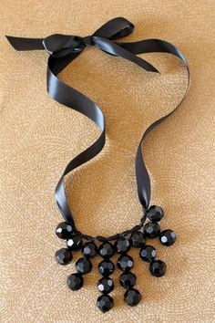 DIY Necklace: DIY Jewelry: Adjustable-length chunky necklace - the style Ribbon Jewelry, Ribbon Necklace, Wire Necklace, Jewelry Crafts, Beaded Jewelry, Jewelry Ideas, Lace Earrings, Necklace Holder, Beaded Necklaces