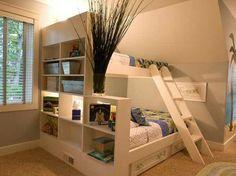▷ ideas on setting up a small nursery- ▷ Ideen zum Thema Kleines Kinderzimmer einrichten nursery-ideas-two-story wood-bed-bedded box-shelves-deco-with-plant-carpet-wallpaper-hawaii -