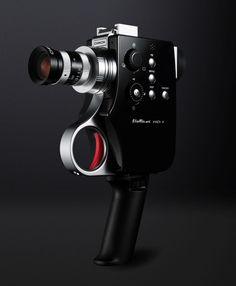 retro bellami digital super 8 camera by chinon shoots at - designboom Old Cameras, Vintage Cameras, Super 8 Camera, 8mm Camera, Camera Lens, Gadgets, Movie Camera, Camera Watch, Digital Trends