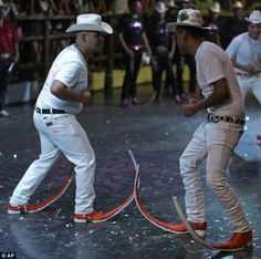 Botas picudas boots, worn by Mexican men who are part of a tribal dance subculture. Satisfying Pictures, Oddly Satisfying Videos, Mexican Men, Mexican Style, Humor 1, Fernando Lopez, Mexico Funny, Pointy Boots, New Funny Videos