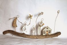 Wire and paper sculptures by Isabelle Guiot Hullot. Wire Crafts, Diy And Crafts, Arts And Crafts, Sculptures Sur Fil, Paper Sculptures, Art Fil, Bamboo Light, Mobile Art, Creation Deco