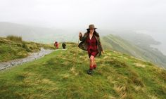 UNESCO World Heritage Site: Lake District, Cumbria, England. Fjelltoppen Catbell, strekker seg ikke høyere enn 451 moh, men byr på en formidabel utsikt over toppene i området, de mange innsjøene og ikke minst – pubene i dalbunnen. Å vandre fra pub til pub over fjellene er faktisk populær aktivitet. Tog fra London til Lake District tar ca. tre timer, og er tidvis panoramisk. Foto: Runar Larsen