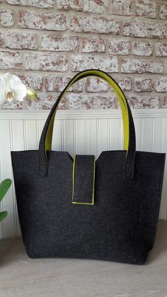 Made from merino wool felt this bag is both elegant and durable. Black Leather Tote, Leather Purses, Leather Handbags, Tote Handbags, Purses And Handbags, Diy Bags Purses, Cheap Purses, Diy Tote Bag, Fendi Bags