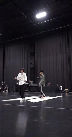 Bts Taehyung, Bts Jungkook, Bts Dance Practice, Korean Drama Best, Les Bts, V Bts Wallpaper, Bts Dancing, Bts Funny Videos, Bts Playlist