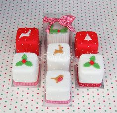 http://www.jellycake.co.uk/wp-content/gallery/celebration-cakes/mini-christmas-cakes.jpg