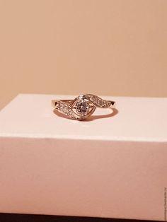Купить или заказать Кольцо с бриллиантами в интернет-магазине на Ярмарке Мастеров. Кольцо из желтого и белого золота 750 пробы с бриллиантами 7 штук (Кр.57 - 0.37сt 5/5). Если Вы хотите по-настоящему порадовать даму сердца и выбираете подарок, который точно не оставит ее равнодушной, купить кольцо с бриллиантом, пожалуй, самый лучший выбор.