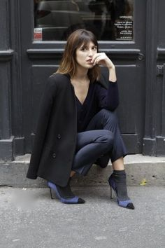(via Casey's Collection: Style Crush: Jeanne Damas) Jeanne Damas, Looks Style, Style Me, Black And White Outfit, Socks Outfit, Style Parisienne, How To Wear Heels, Paris Mode, Socks And Heels