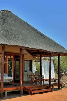 Safari Plains is 'n luukse tentkamp teen die agtergrond van die Waterberge in Limpopo. Safari Plains bied 'n luukse boservaring. Dit het 'n eetarea met 'n hoë plafon, 'n elegante sitarea, 'n kroeg en spa. Daar is 20 luukse tente met sandpaadjies. Elke tentsuite is in die inheemse bosveld. Luxury Tents, Family Tent, Jacuzzi, Gazebo, Safari, Travel Destinations, Spa, Teen, Outdoor Structures