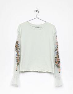 Sweatshirt with flowers embroidered on the sleeves - Sweatshirts - Bershka United Kingdom