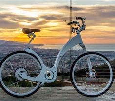 This is @giflybike an electric foldable and sustainable bike that integrates LEDs and GPS. It also lets you charge your smartphone while you pedal. #crowdfunding #electricbike #smart #connected #sustainable #tech #Technology #Viatec Viatec.do
