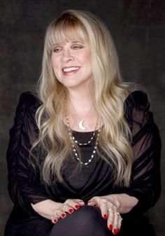 Stevie discusses her mother's death, her legendary musical partnership with Lindsey Buckingham, and Fleetwood Mac; Stevie also opens up about the mistakes she has made, including marrying her friend's husband Kim Anderson and her battle with drug addiction ♫♥❤♥♫ First Look: Oprah's Master Class with Stevie Nicks