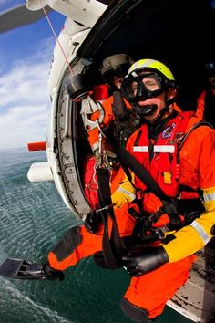 meet a coast guard rescue swimmer and diver gotta love scuba coast guard rescue swimmerus