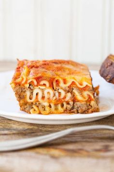 There is nothing I love more than cottage cheese lasagna. Mom's Easy Cottage Cheese Lasagna - The Kitchen Magpie Cheap Meals To Cook, Cheap Vegetarian Meals, Lasagna With Cottage Cheese, Cheese Lasagna, Best Easy Lasagna Recipe, Lasagna Recipes, Pasta Recipes, Dinner Recipes, Cheap College Meals