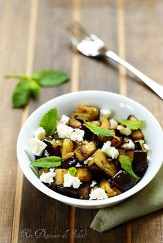 Salade d'aubergines rôties et feta - Roasted eggplants salad with feta and mint