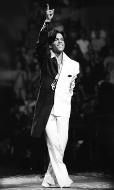 The Artist Formerly Known As Prince Princes Fashion, Old King, Paisley Park, Roger Nelson, Prince Rogers Nelson, Purple Reign, Music Photo, My Prince, Beautiful One
