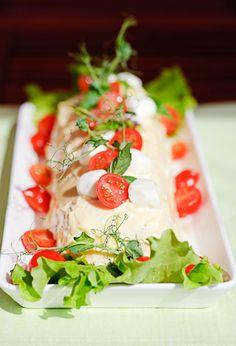 Broileri-pestorulla Caprese Salad, Pesto, Food And Drink, Appetizers, Cheese, Parties, Drinks, Fiestas, Drinking