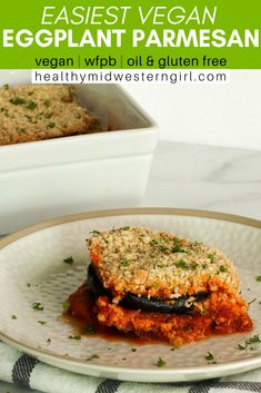 Ultra soft slices of eggplant smothered in tomato sauce, with a crunchy panko-Parmesan topping. All the great vegan eggplant Parmesan flavor without the messy dipping and breading! Side Recipes, Vegan Recipes Easy, Whole Food Recipes, Fall Recipes, Vegetarian Recipes, Vegan Comfort Food, Vegan Food, Vegan Eggplant Parmesan, Vegan Finger Foods