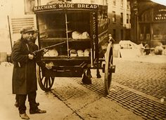Daily Bread in the Irish Civil War Unsure whether this bread van was being guarded or raided, or whether the boy with the rifle was just passing by.Date: Circa 1922 History Images, Art History, Old Pictures, Old Photos, Vintage Photos, Antique Photos, Irish Free State, Rare Historical Photos, Pub Design