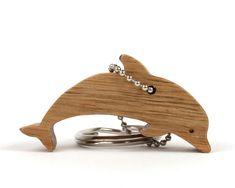 Delfín de madera llavero delfín madera por OohLookItsARabbit