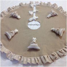 http://www.misshobby.com/it/oggetti/tappeto-copri-base-albero-di-natale-shabby-chic   Tappeto copri base albero di Natale shabby chic #treeskirt #tappetoalbero