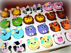 Noah's Arc cupcakes pairs, cute great idea for twins party shared by www.twinsgiftcompany.co.uk http://twinsgiftcompany.co.uk/blog/cakes-for-twins/