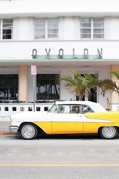 Vintage car outside the Avalon hotel in Miami photo by Leslie Santarina.