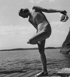 vintage everyday: Before Bikini Era – 36 Glamor Female Swimsuits in the That You May No Longer See Today Vintage Bikini, Vintage Swimsuits, Madeleine Vionnet, Vintage Glamour, Vintage Girls, Vintage Style, Pose, Bathing Costumes, Beach Attire