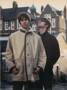 Liam and Noel Gallagher's from Britsh band Oasis Lennon Gallagher, Liam Gallagher Oasis, Oasis Music, Oasis Band, Liam And Noel, Band Wallpapers, Britpop, Wonderwall, Aaliyah