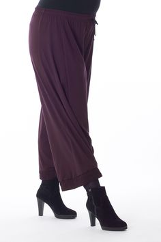 Exelle | This loose fit trouser is very comfortable to wear with it elastic waistband with cord and nice jersey fabric.