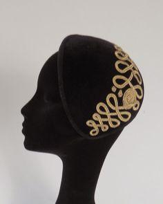 Dutch design vintage inspired black velvet by MarcusArtandFashion Fashion Accessories, Hair Accessories, Women's Hats, Fascinator Hats, Hair Ornaments, Hat Making, Headgear, Headpieces, Headdress