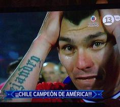 Gary Medel con Chile Cardiff, Chile, Champs, Sevilla, Chili Powder, Chili, Chilis