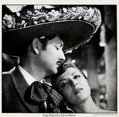 """Jorge Negrete y Gloria Marín. En: """"Un gallo en corral ajeno"""" de Julián Soler (1951). #Epocadeoro #Cinemexicano"""