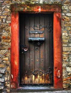 I adore the knob and hinges on this door