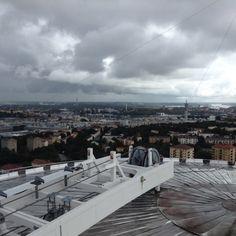"""Vedere Stoccolma dall'alto e l' esperienza Ericsson Globe Per vedere bene #Stoccolma bisogna salire in alto (non sai dove? Leggi il post, ci sono tanti luoghi da cui avere un """"belvedere""""!) mentre per vederla nel modo migliore e divertendosi un bel po' bisogna... """"stare sulle sfere""""!  Venite con noi sullo SkyView?  http://bussoladiario.com/2015/10/vedere-stoccolma-dallalto-e-l-esperienza-ericsson-globe.html"""