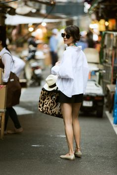street style outfit ideas, what is street style, street style clothing, street style fashion street style summer, street outfits with shirt Look Street Style, Street Style Summer, Style Outfits, Summer Outfits, Skirt Outfits, Dress Summer, Love Fashion, Fashion Looks, Style Fashion