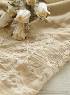 quenalbertini: In neutral color Vanilla Cream, French Vanilla, Vintage Accessoires, Wallpaper Aesthetic, Shades Of Beige, Soft Autumn, Linens And Lace, Rose Cottage, French Cottage