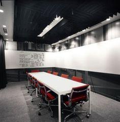 Pared sala reuniones oscura (pizarra o cristal) Perfil | danielvazquez | Oficinas de diseño (I)