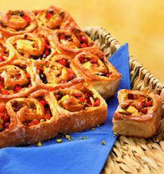 Ein besonderer Blechkuchen mit Pflaumen und Äpfeln für den Herbst