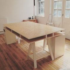 WFH with these DIY desk ideas. Easy To Make Do It Yourself Desk Projects With Step by Step tutorials - Rustic Wood Pallet, Farmhouse Style Furniture, Modern Design and Upcycling Makeover Project Plans - Standing Computer Desks Furniture Plans, Home Diy, Furniture Diy, Farmhouse Style Furniture, Wood Diy, Diy Standing Desk, Diy Desk, Built In Desk, Diy Furniture