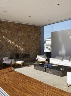 Residência Melville / Alessandra Pires e Carla Barranco #PedraMoledo #stone #lareira