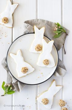 monsieurmuffin - Auf Reise durch die wunderbare Welt des Backens Easter Recipes, Food Design, I Love Food, Healthy Lifestyle, Food Photography, Plates, Cookies, Tableware, Amazing
